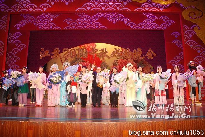 """""""越剧王子""""赵志刚携未婚妻陈湜表演了越剧《西厢记》选段.我"""